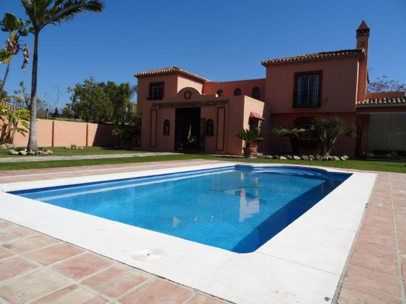 Marbella Banus Villa – Chalet en Venta en Guadalmina Baja – R2411804