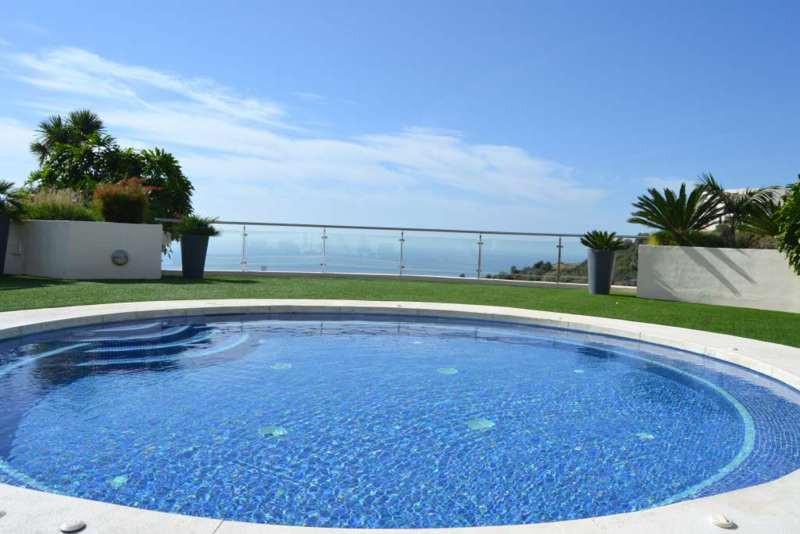 Apartamento Planta Media en Alquiler, Los Monteros – R2305004
