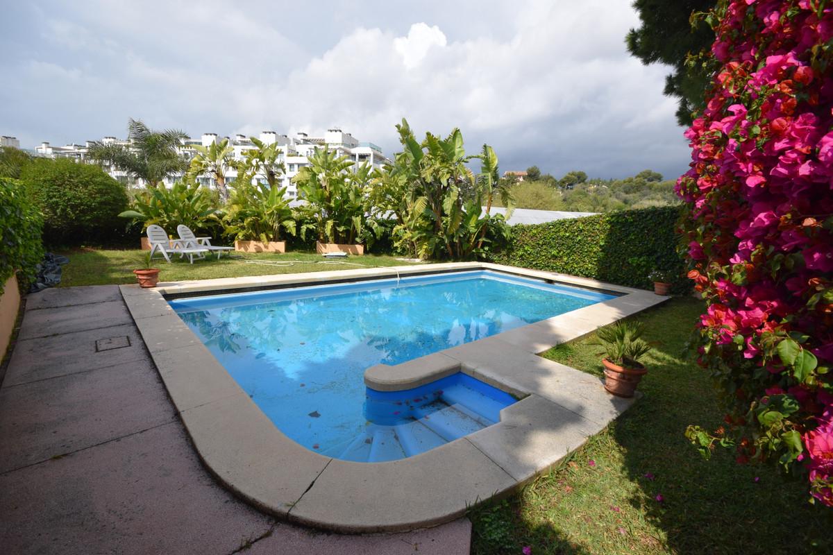 Marbella Banus Villa en Venta en Marbella – R3390538