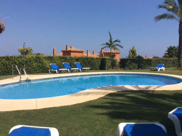 Apartment for Holiday Rentals in Benahavís - R2500943