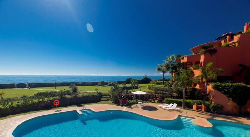 Ático  en venta en  Los Monteros, Costa del Sol – R2392793