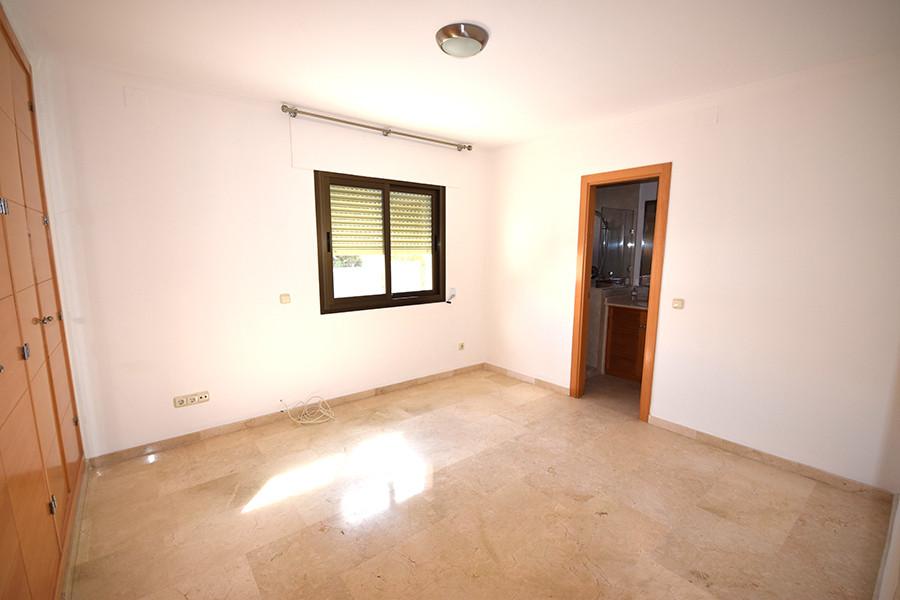 Apartment for Sale in Marbella - R2995271