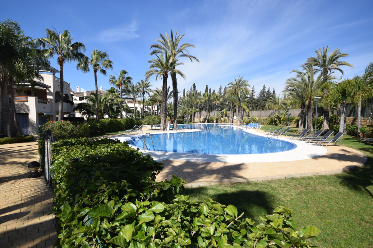 Marbella Banus Apartamento en Venta en Nueva Andalucía – R3395146