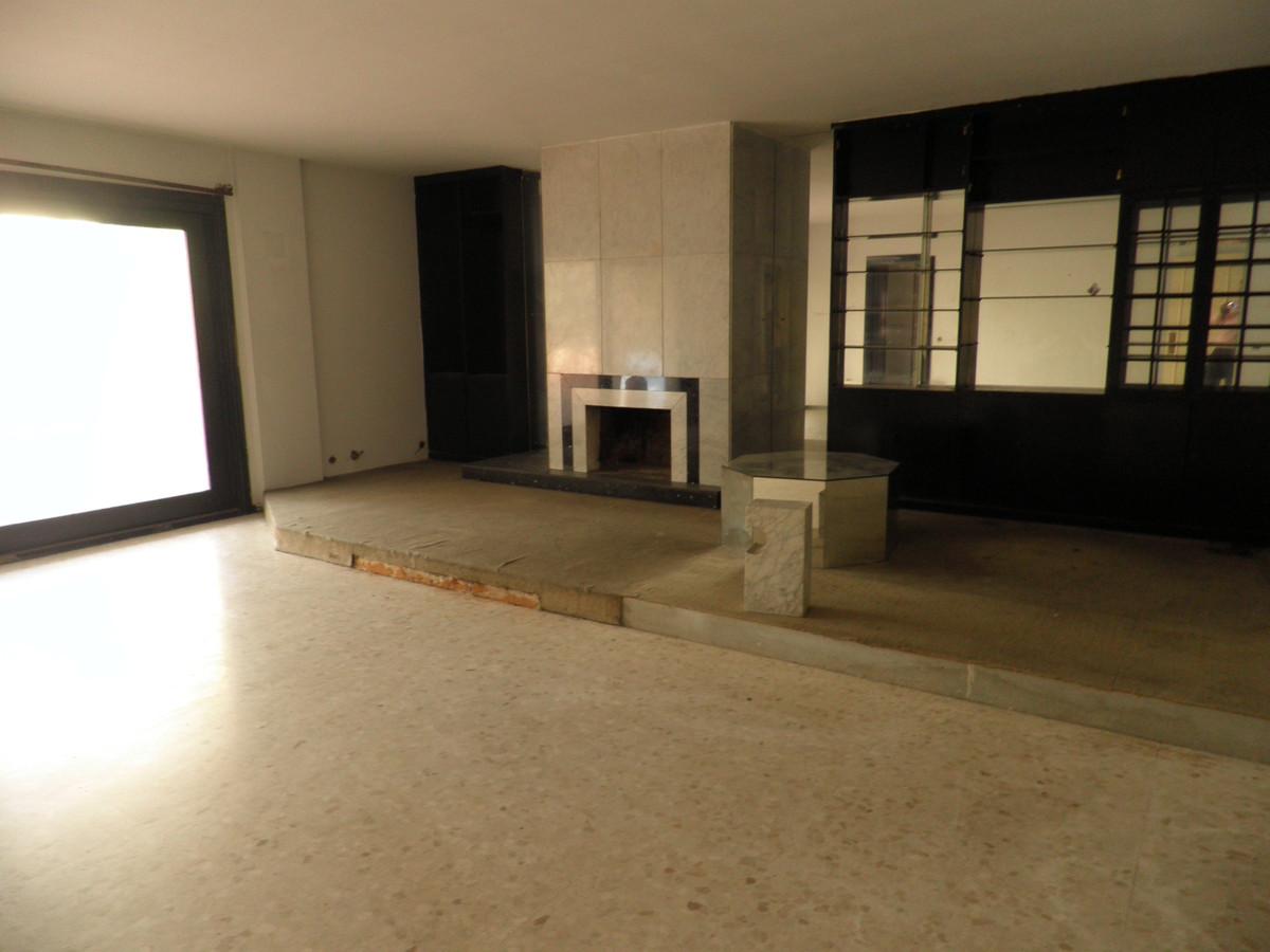 Marbella Banus Apartment for Sale in Marbella - R3480073