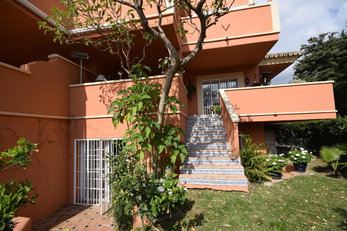 Erdgeschosswohnung  im Verkauf in  Nueva Andalucía, Costa del Sol