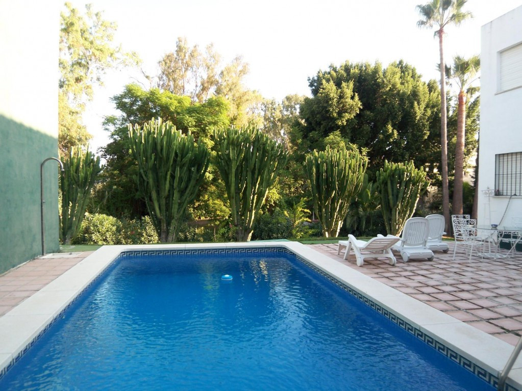Detached Villa  for sale in  Nueva Andalucía, Costa del Sol