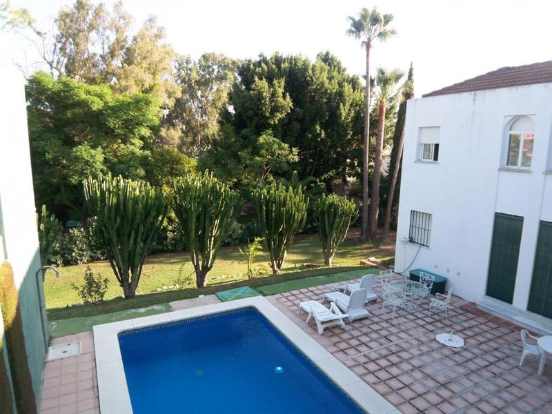 Villa – Chalet en Alquiler, Nueva Andalucía – R2070320