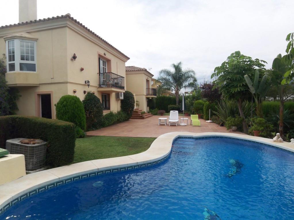 Marbella Banus Villa en Venta en Nueva Andalucía – R2068922
