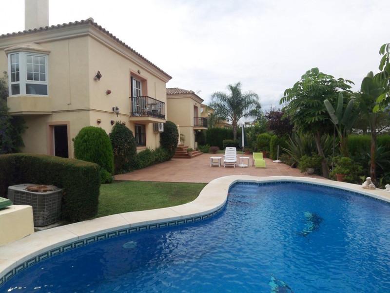 Villa – Chalet en Alquiler, Nueva Andalucía – R2068922