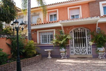 Pareada  en venta en  Cabopino, Costa del Sol – R1977413