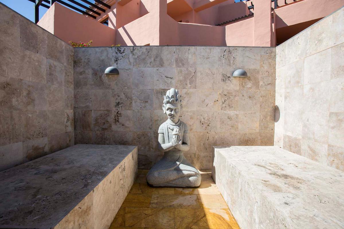 Middle Floor Apartment  for sale in  Estepona, Costa del Sol