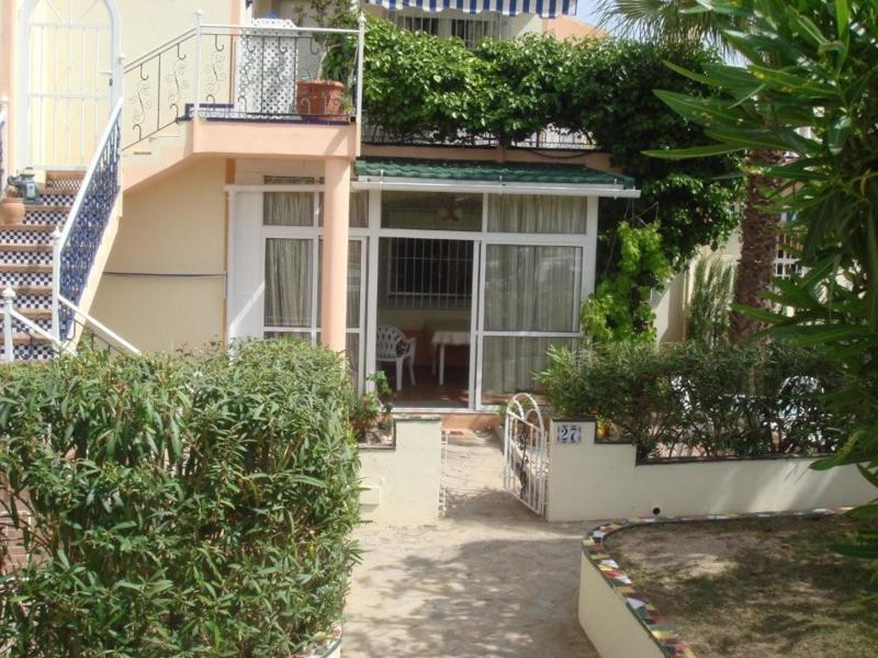 Bungalow en plant baja,-  casa de 85m2, tiene 2 dormitorios , salon de 25m2  ?on comedor y la cocina,Spain