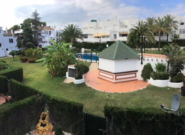 Nice apartment in El Paraiso, Estepona. 2 bedrooms, 2 bathrooms. Furnished and full equipped kitchen, Spain
