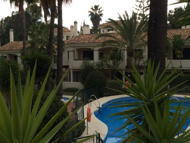 Marbella Banus Adosada en Venta en Atalaya – R2353949