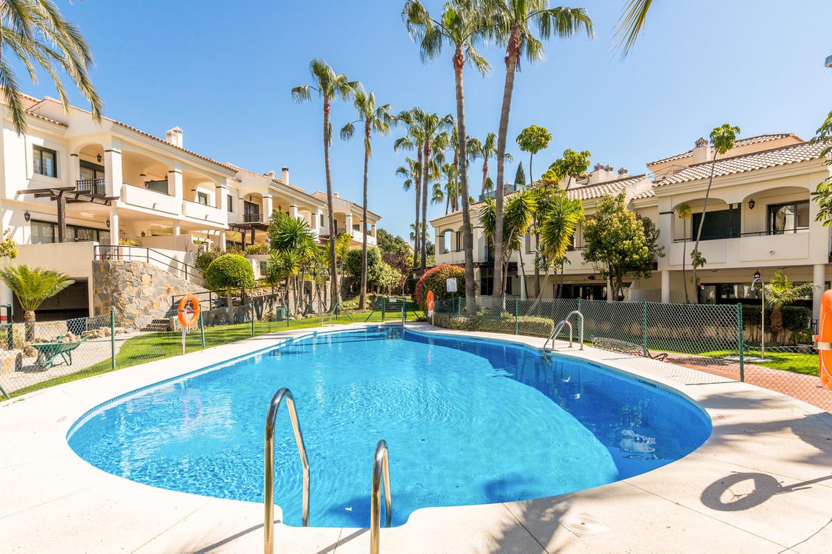Marbella Banus Adosada en Venta en Atalaya – R3235897