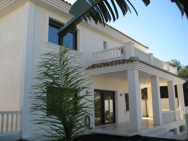 Nice villa in Mairena built in 2013. Very good quality. 432m2 built and 1391m2 of plot.  4 bedrooms ,Spain
