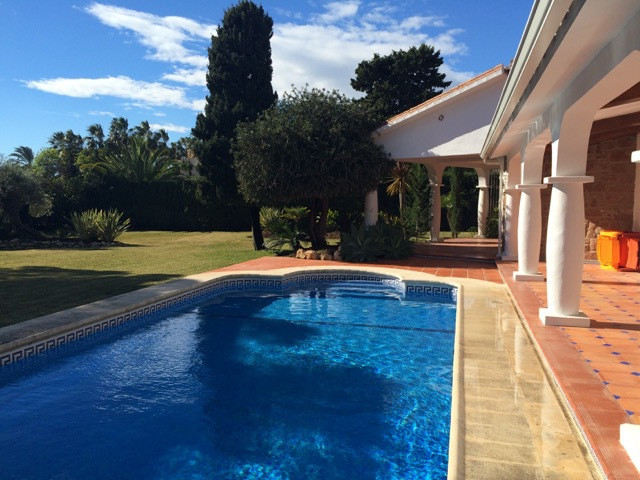 Nice villa in one level. 132 built and 1565m2 of very nice and well kept plot. Privet big swimming p, Spain