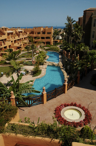 A very bright and confortable apartment in a great complex set very close to the prestigious Villapa,Spain
