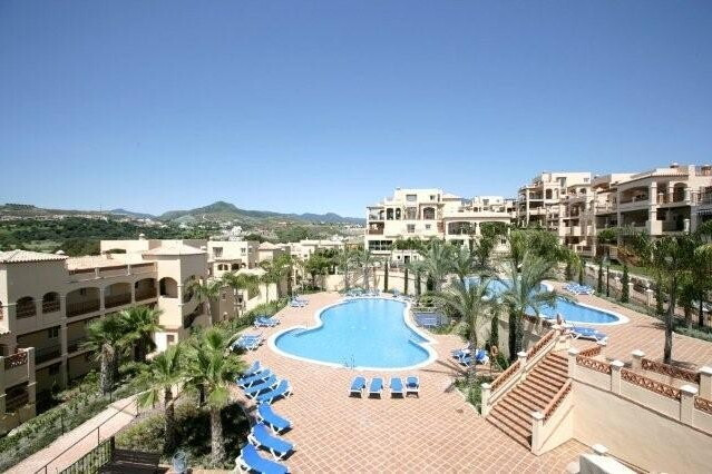 Nice first floor apartment located on the benahavis road, in a gated complex with 24 hours security,, Spain