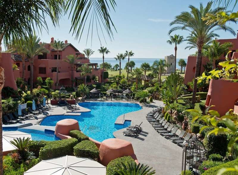 Luxurious duplex penthouse located in the well known development of Torre Bermeja, between Estepona ,Spain