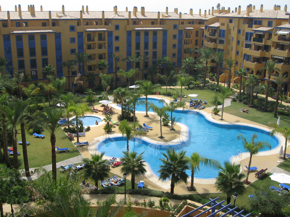 Nice second floor apartment located in a gated development walking distance from San Pedro de Alcant, Spain