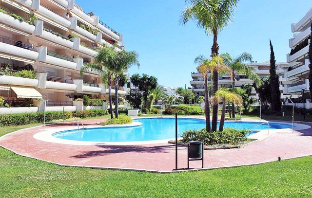 Apartment  Middle Floor 													for sale  																			 in Guadalmina Alta