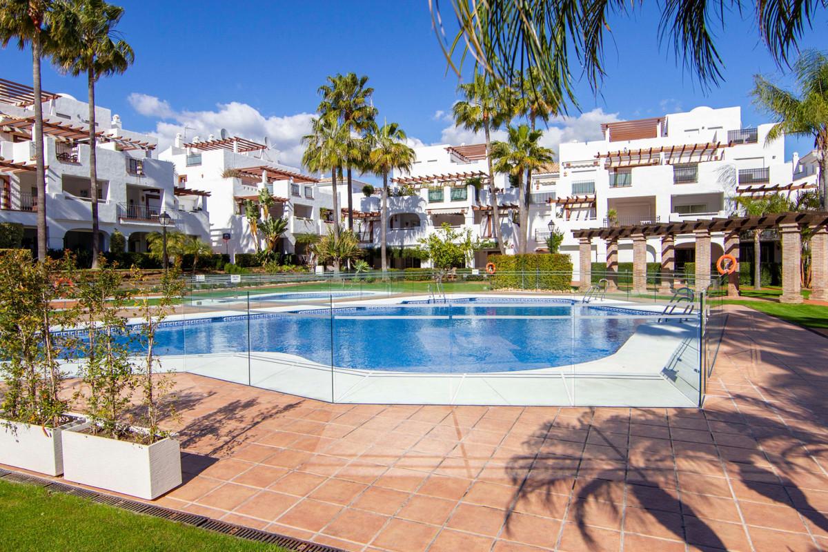 Apartamento  Planta Baja en venta  y en alquiler   en San Pedro de Alcántara