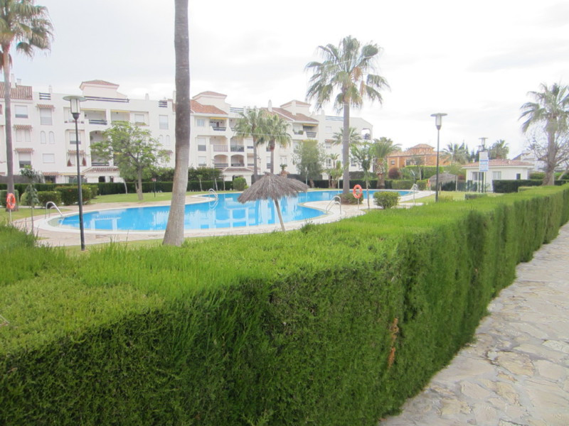 Nice ground floor apartment southeast facing situated in a gated development with landscapped garden, Spain