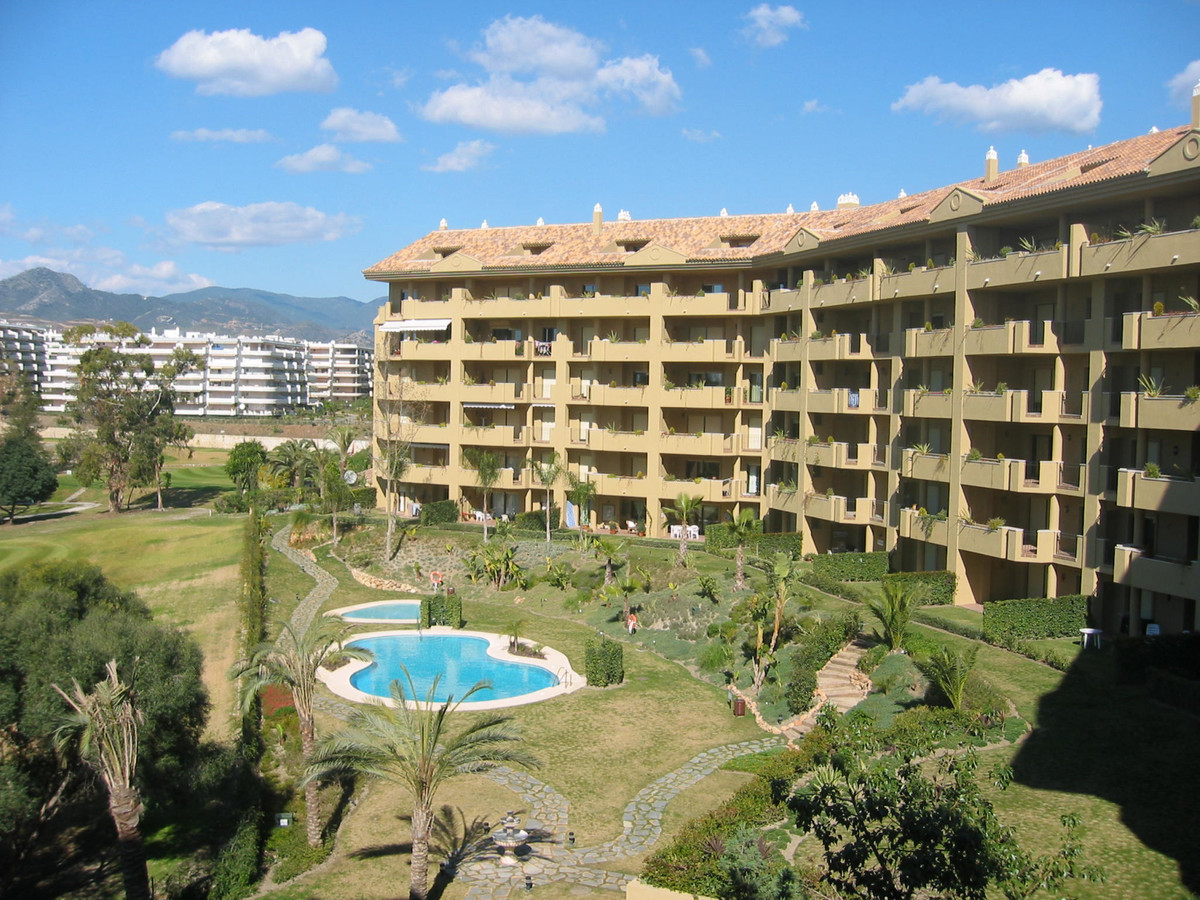Nice duplex penthouse located first line of the Guadalmina golf course in Guadalmina upper side, wal, Spain