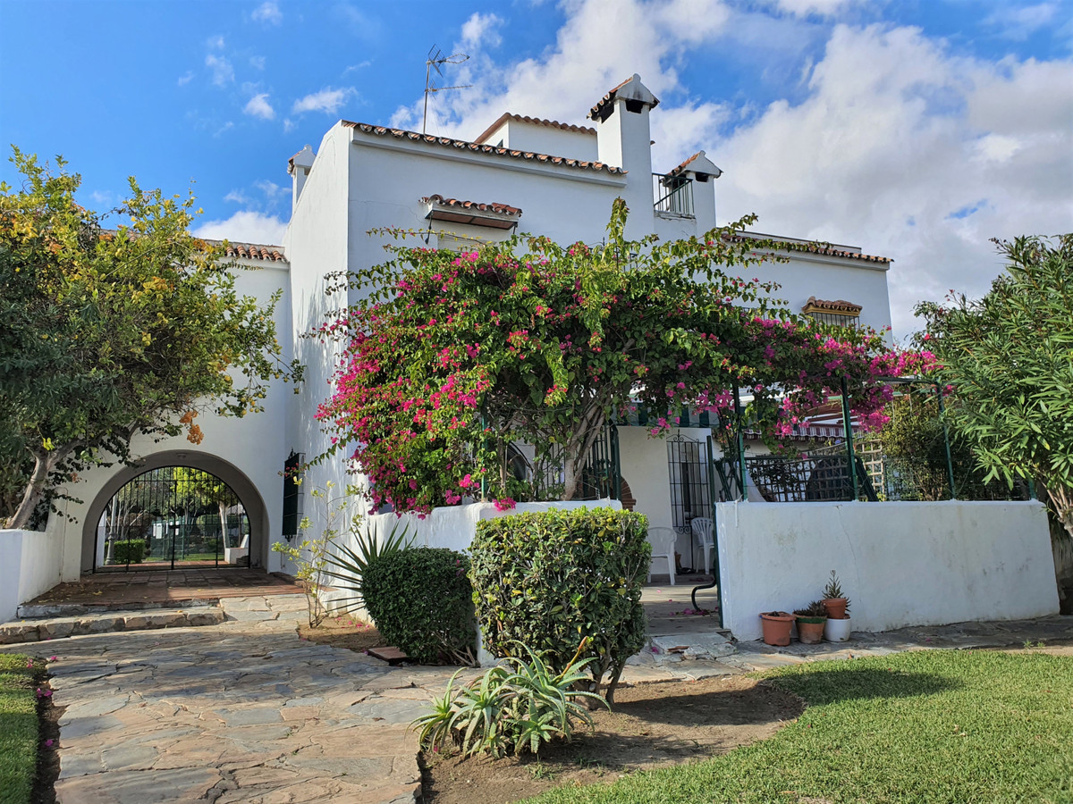 Fantastic refurbished corner townhouse in Marina de Casares with a roof terrace and a lovely downsta,Spain