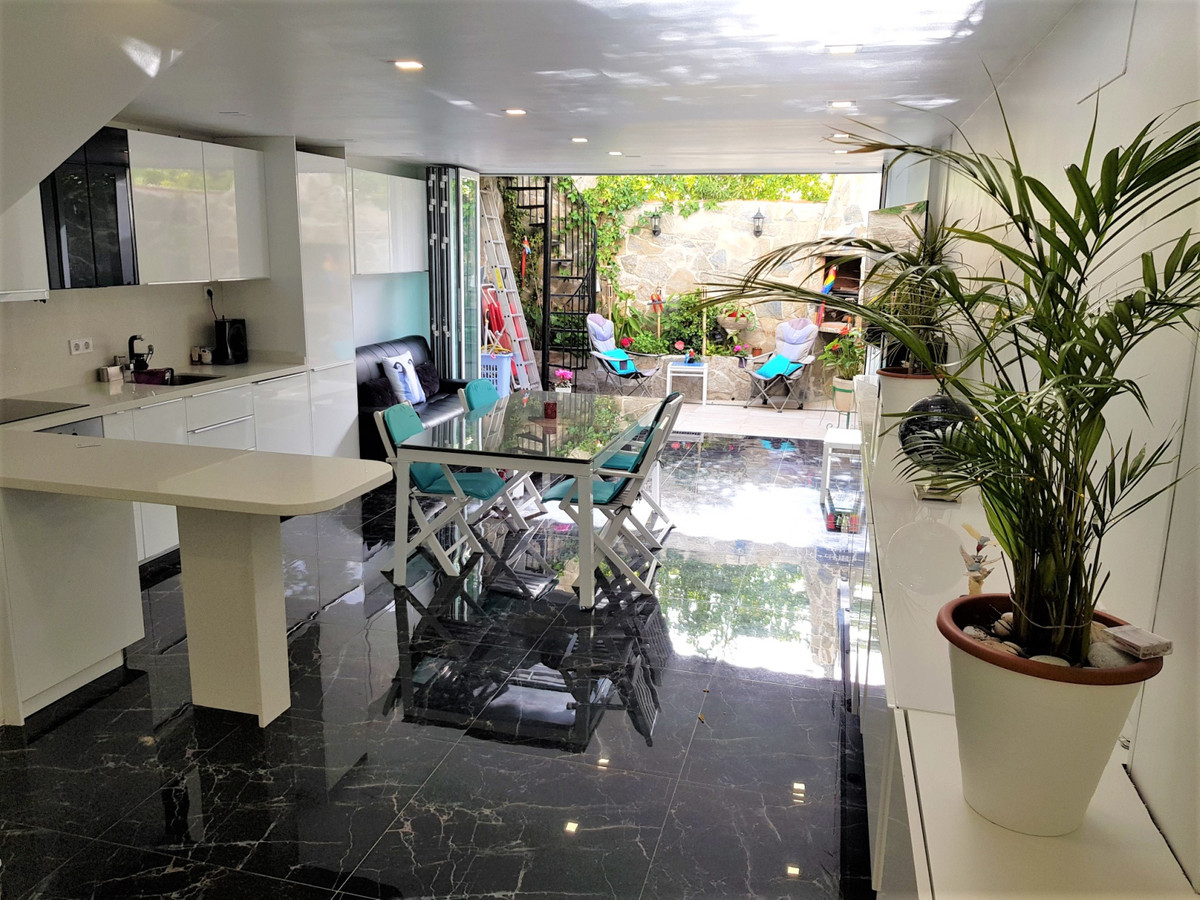 This 4 bed semi-detached house has been totally refurbished and definitely has the WOW FACTOR!!! You,Spain