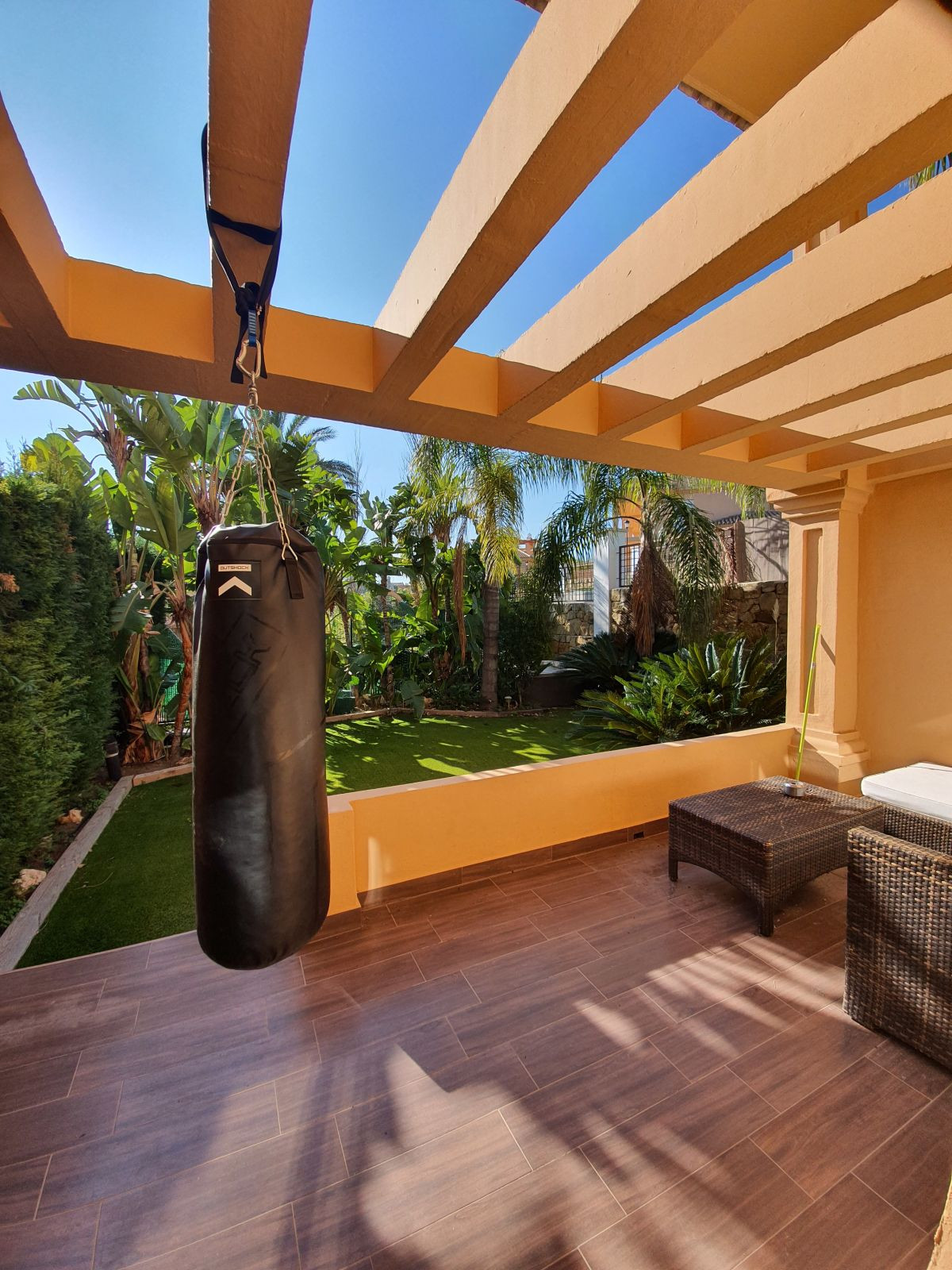 R2646935: Villa - Semi Detached for sale in Estepona