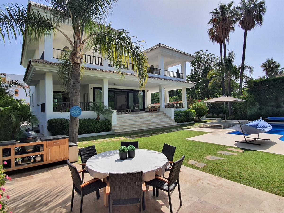 Marbella Banus Villa – Chalet en Venta en Cortijo Blanco – R3686300