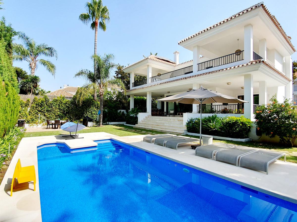 Villa – Chalet en Venta en Cortijo Blanco – R3686300