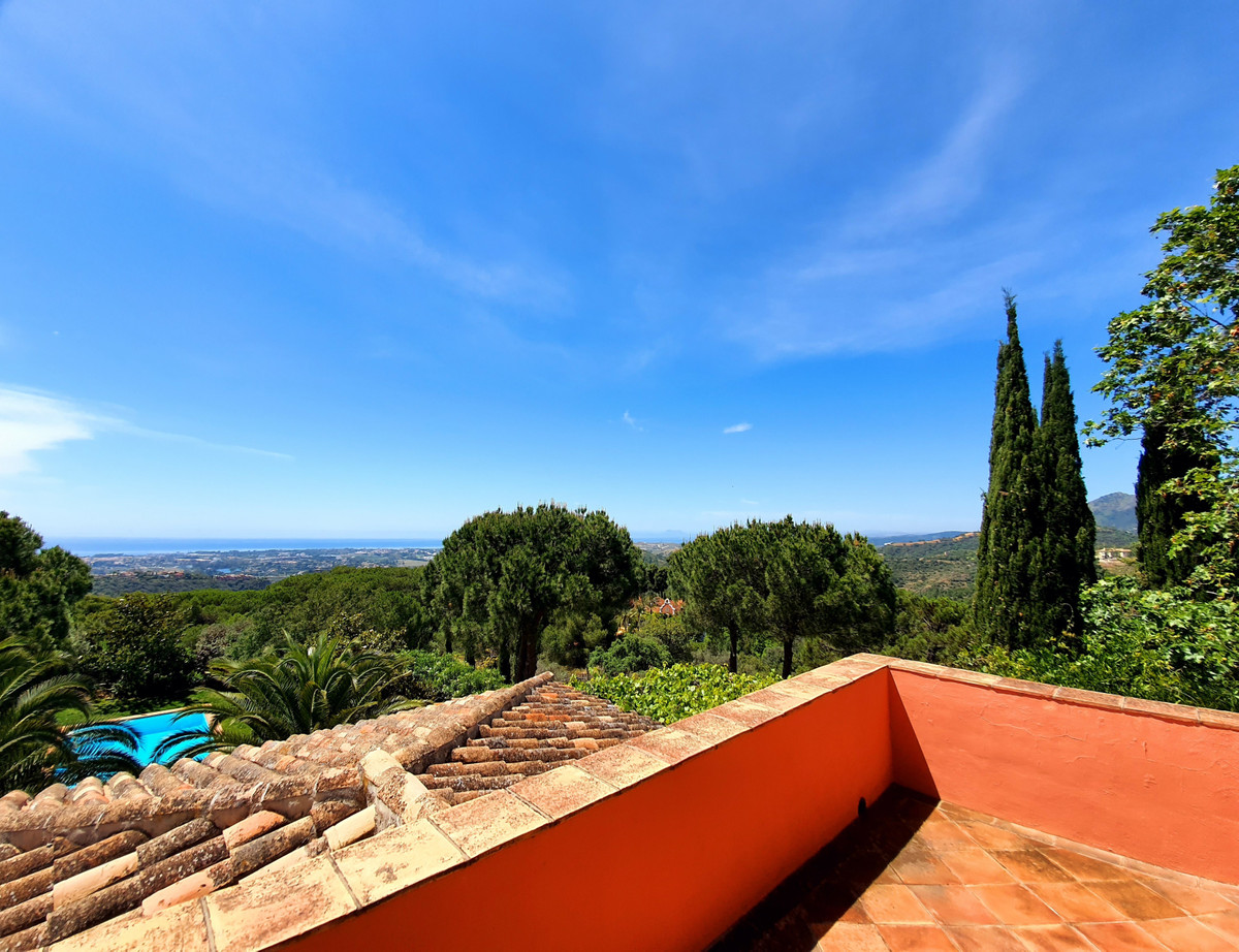 9 Bed Villa For Sale in El Madroñal, Benahavis