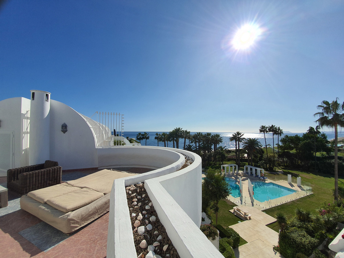 Fabulous front line , duplex penthouse with sensational views. The apartment has 4 bedrooms and 4 ba, Spain