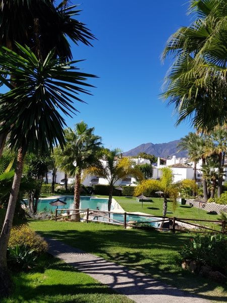 This is a lovely 3 bed, 2.5 bath house in a quiet residential complex with beautifully mature gardenSpain