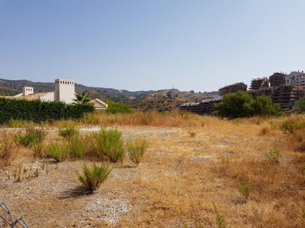 Marbella Banus Terreno Urbano en venta en Elviria – R3241435
