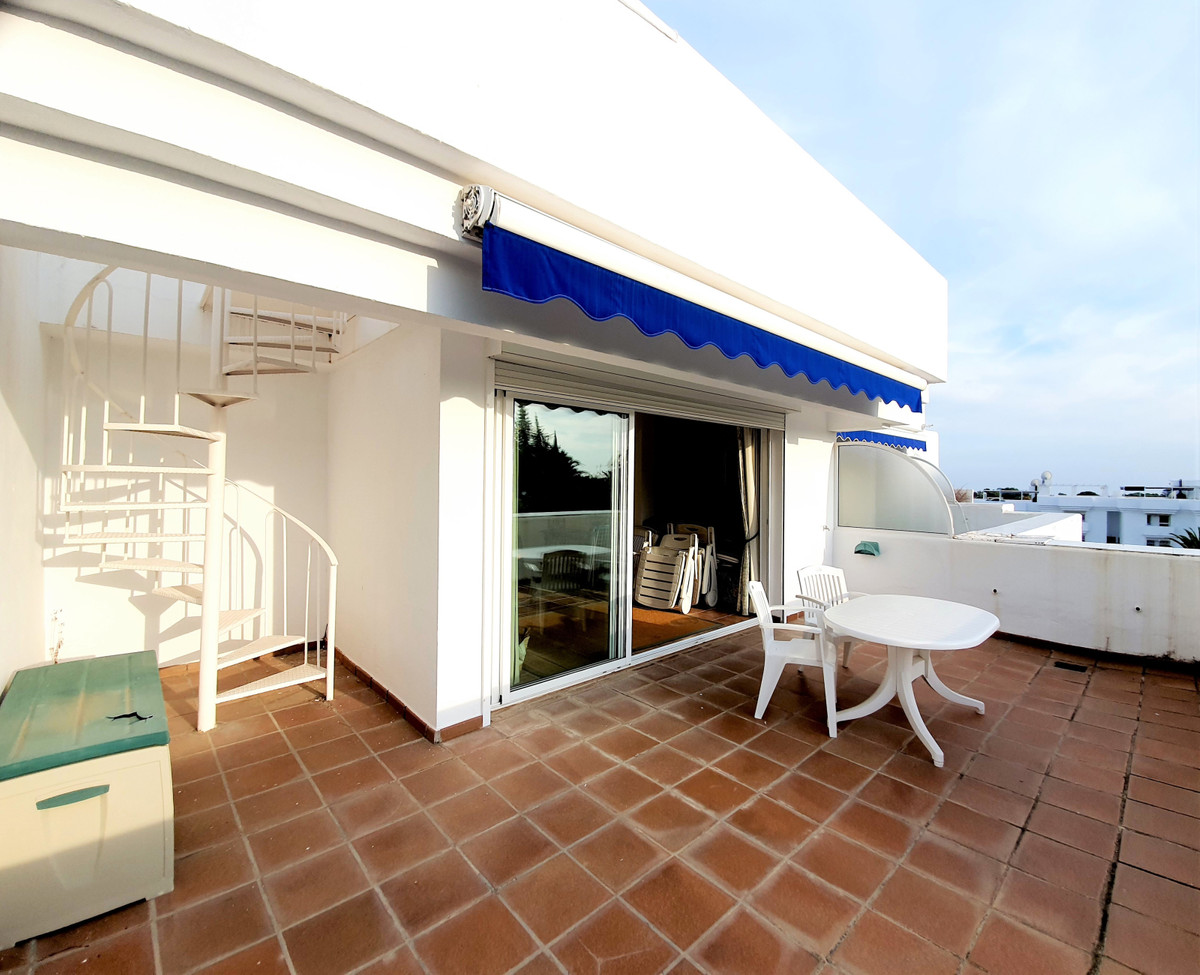 This is a great duplex corner penthouse with plenty of terrace space, 3 huge ones to be exact!!! Wes,Spain
