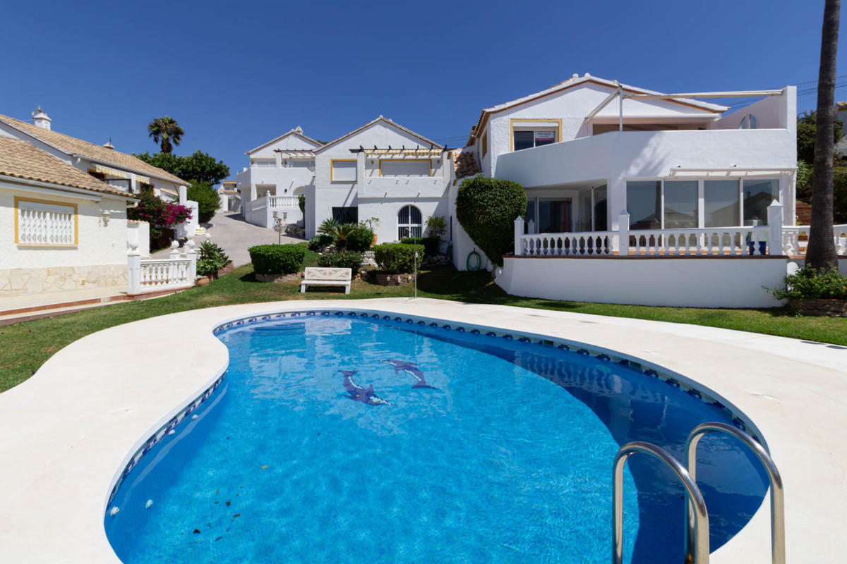 Bright and spacious villa in the complex Club El Faro, Fase 6, Urb. El Faro. At the entrance is a sm, Spain
