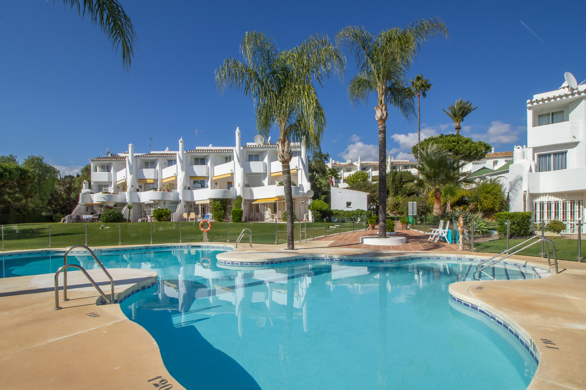 Lovely, South facing ground floor garden apartment in Jardines de Calahonda, one of the most sought  Spain