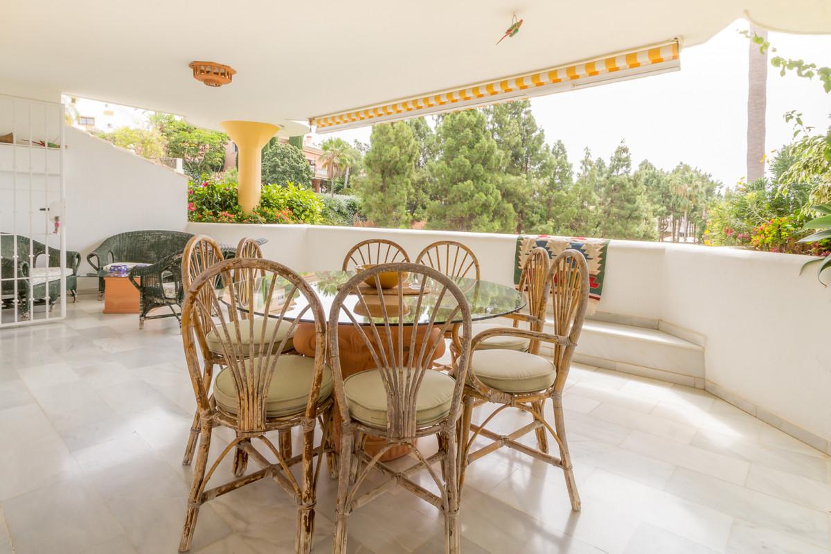 Apartamento Planta Media a la venta en Calahonda