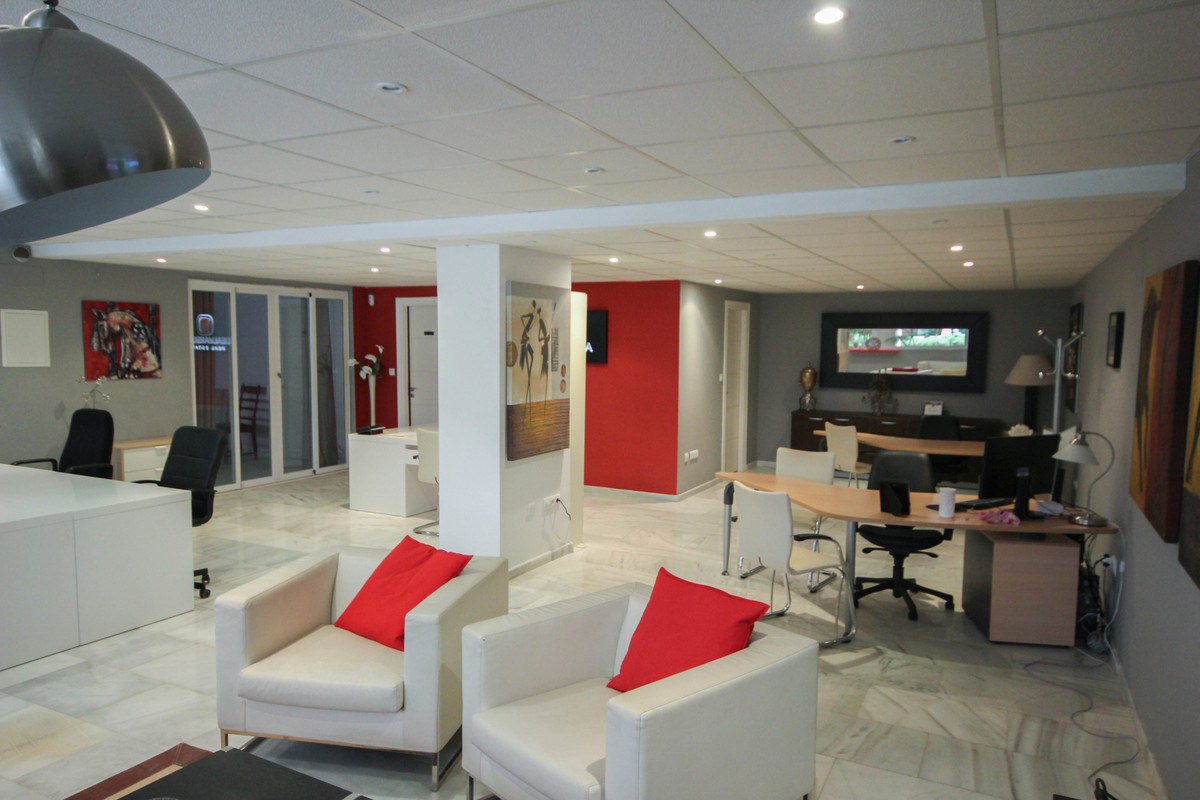 A fantastic office in Magna Marbella, located in Nueva Andalucia. Situated on the first floor with d, Spain