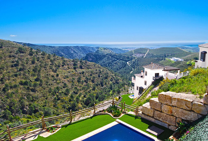 Luxury villa for sale located in a privileged position with spectacular views of the Marbella coastl, Spain