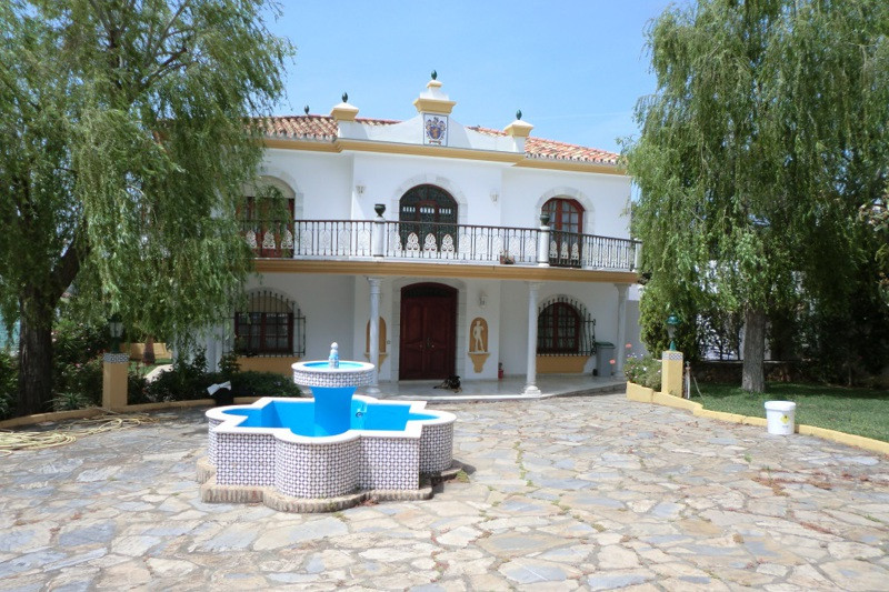 Detached Villa for sale in Estepona