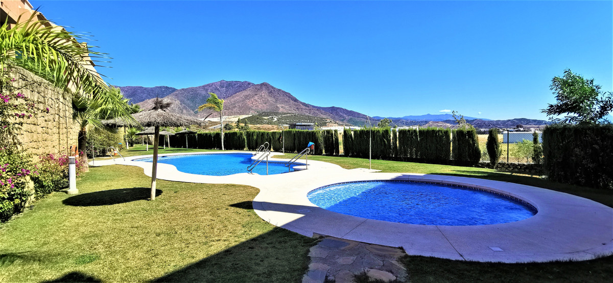 Townhouse for sale in Estepona R3706535