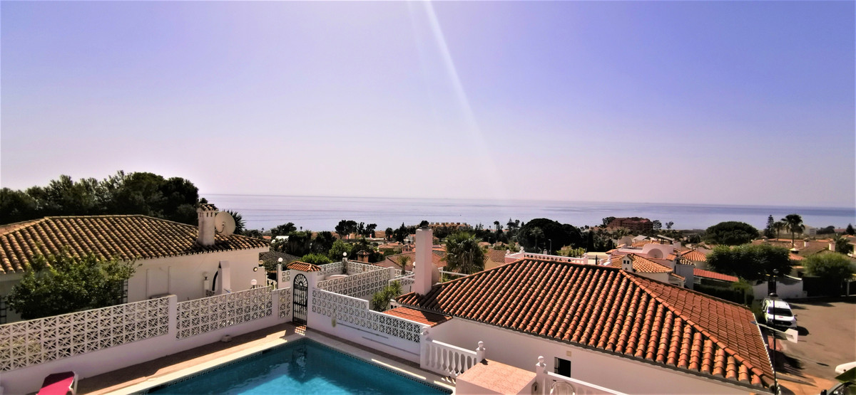 Nice reformed 2 BED/2 BATH townhouse with a private garden and a sensational panoramic sea view. On , Spain