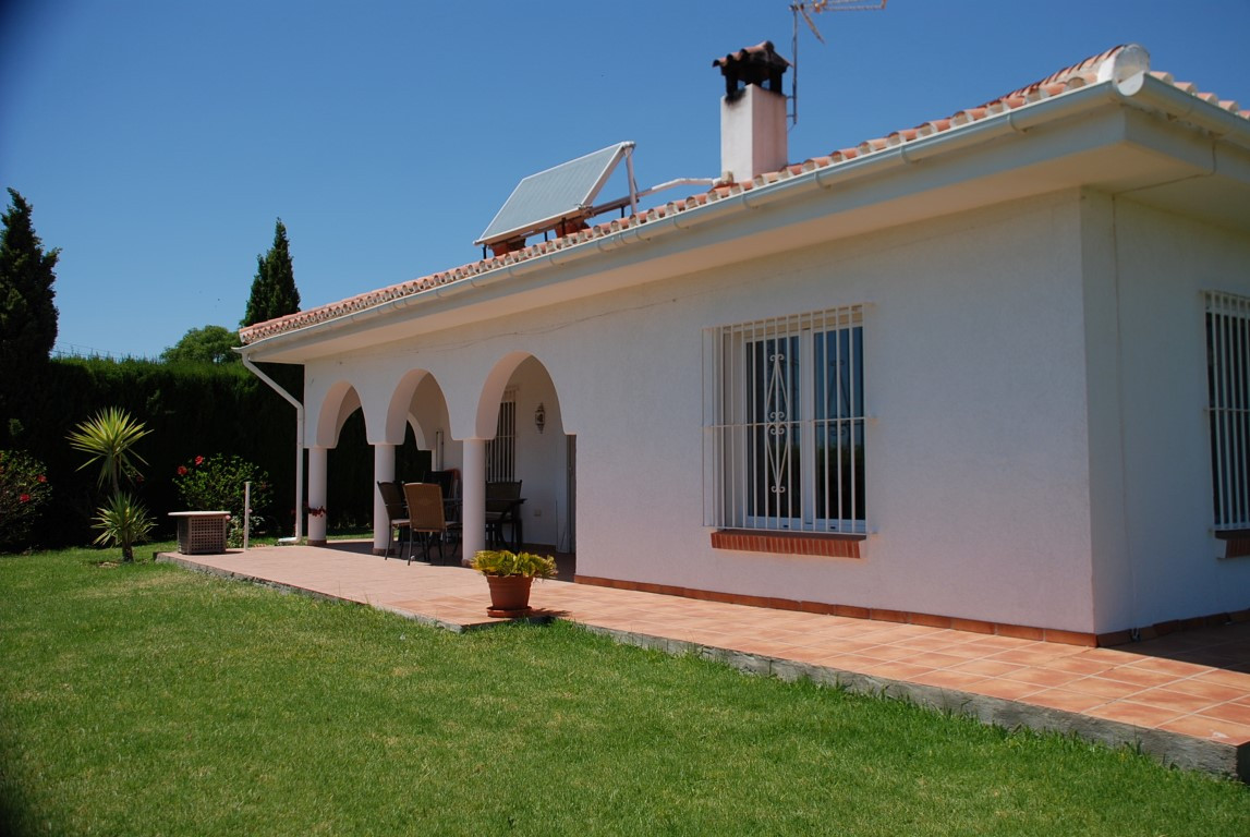 House in Estepona R3213358 12