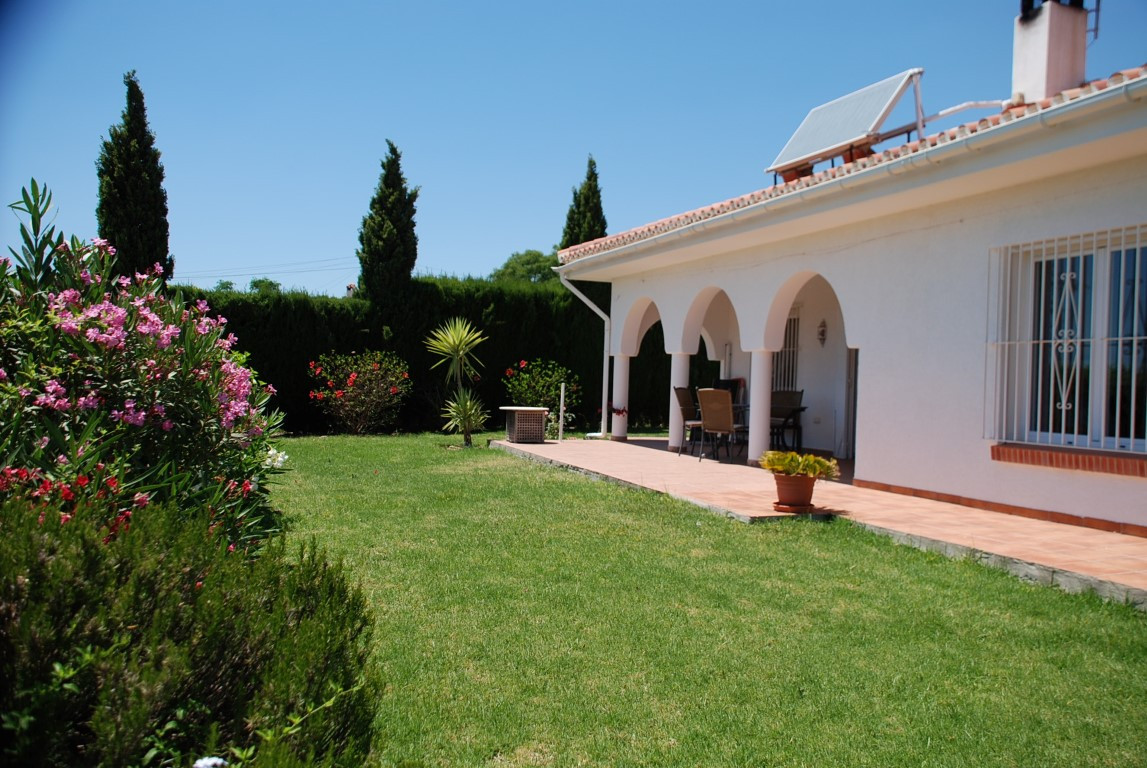 House in Estepona R3213358 13