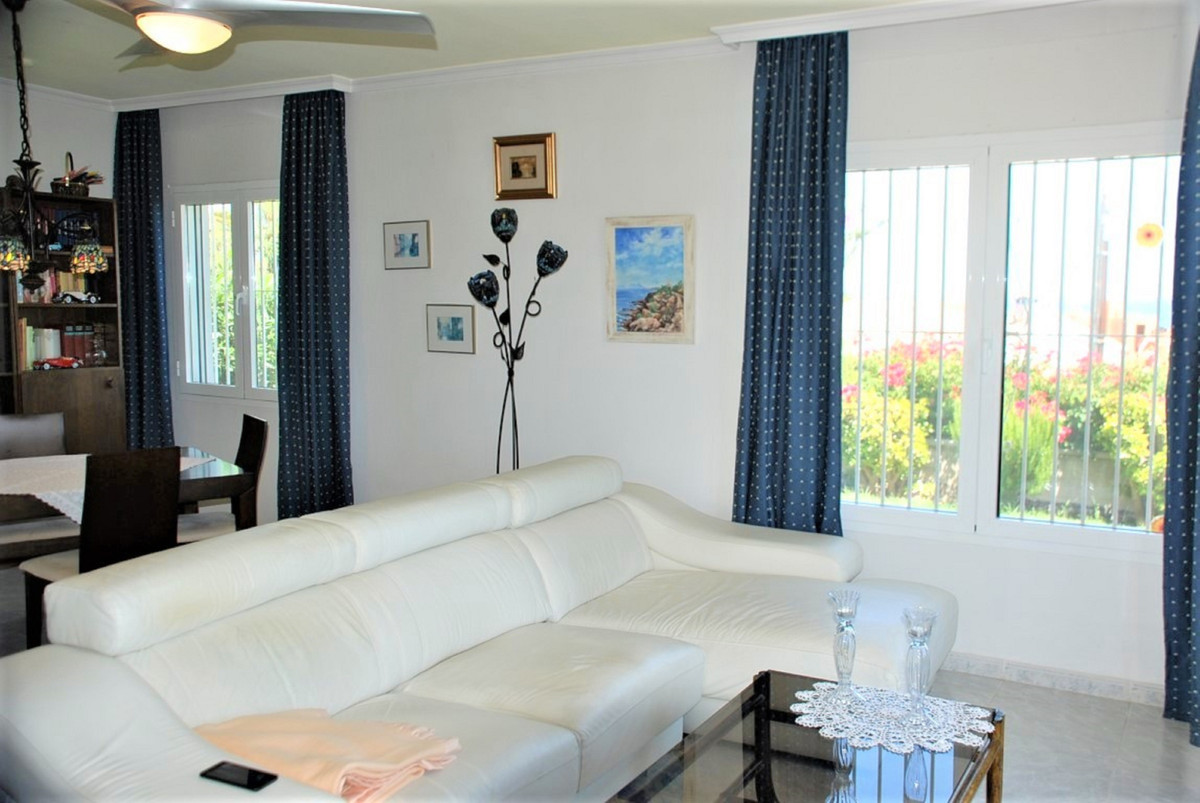 House in Estepona R3213358 15